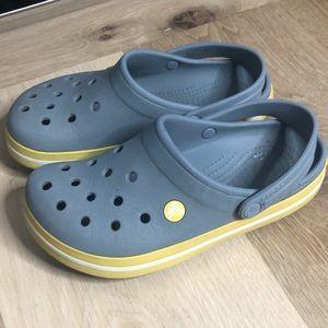 Crocs m6 w8 slides sandals grey yellow